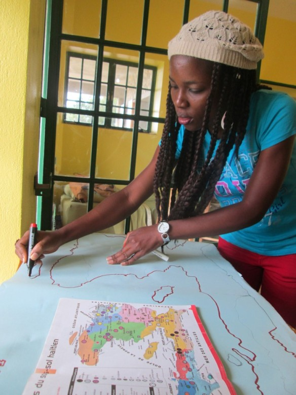 Jeanide traces the outline.